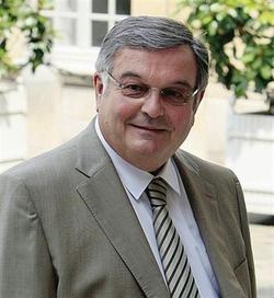 Michel Mercier, Ministre de l'Espace Rural et de l'Aménagement du Territoire, accorde 7,5 Millions d'Euros de Prime d'Aménagement du Territoire à 10 projets créant ou maintenant des emplois