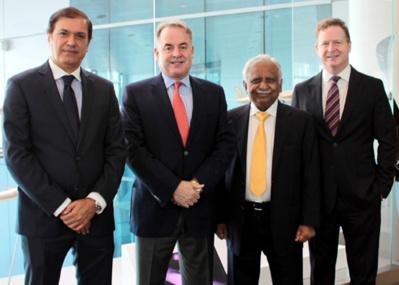 de gauche à droite, Captain Hameed Ali – Acting CEO de Jet Airways; James Hogan - President et CEO de  Etihad Airways, Naresh Goyal – Chairman de Jet Airways; et James Rigney - Chief Financial Officer de Etihad Airways
