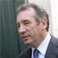 Journée cruciale pour Bayrou, courtisé par Royal et Sarkozy