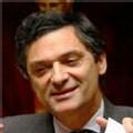 Devedjian souhaite 'une majorité forte' et tend la main au PS