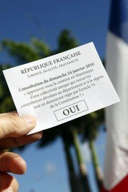 En Martinique et en Guyane, les électeurs anticipent la réforme territoriale en exprimant leur souhait de fusion du département et de la région