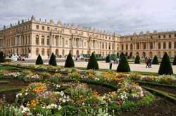 Orange et le château de Versailles lancent Versailles en direct, un dispositif expérimental de visioconférences interactives pour les scolaires