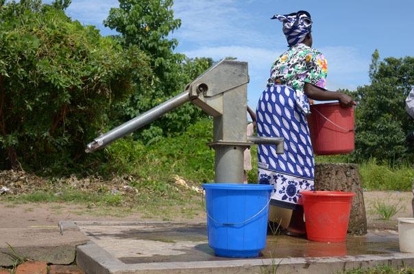 8 mars - journée internationale de la femme : quand l'eau est un combat pour la femme