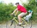 Le port du casque à vélo pourrait être un facteur de risque,
