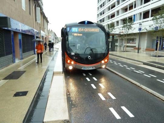 Inauguration de la première ligne du tram'bus Tango + de Nîmes Métropole équipée d'Optiguide, la solution d'assistance à la conduite par guidage optique de Siemens France