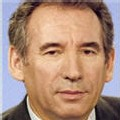 Bayrou progresse de sept points et talonne Royal et Sarkozy
