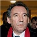 Bayrou fait son meeting parisien, Royal sévit en banlieue, Sarkozy part aux Antilles