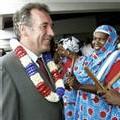 """Le président du conseil général, Saïd Omar Oili, a affirmé que M. Bayrou serait élu président de la République, car """"tous les marabouts l'ont dit"""". D'ailleurs, le bateau qui l'a emmené de Petite Terre à Grande Terre s'appelait """"baraka""""."""