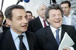 Avec Borloo, le candidat UMP affiche sa carte sociale