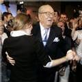 Le Pen s'efforce de sauver la face en … dansant