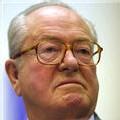 Jean-Marie Le Pen fustige le 'racolage' de l'UMP et du PS auprès de François Bayrou