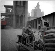 De telles usine de ciment utilisent 45% d'énergie de plus que la moyenne mondiale. Les aciéries en utilisent elles-même 20% de plus.
