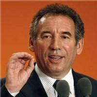 MoDem : Bayrou attaque Sarkozy et oscille de droite à gauche