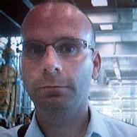 Interpol a distribué cette photographie de Christopher Paul Neil, prise jeudi dernier à l'aéroport international de Bangkok.