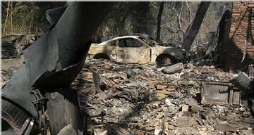 Le foyer baptise Buckweed à Agua Dulce a détruit 21 maisons et noirci 150 kilomètres carrés.