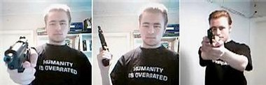 Des photos non datées sur internet montrent un étudiant finlandais s'identifiant lui-même comme
