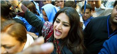 La police du Pakistan encercle la demeure de Benazir Bhutto